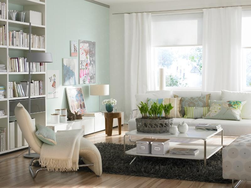eclectic-living-room-with-throw-pillows