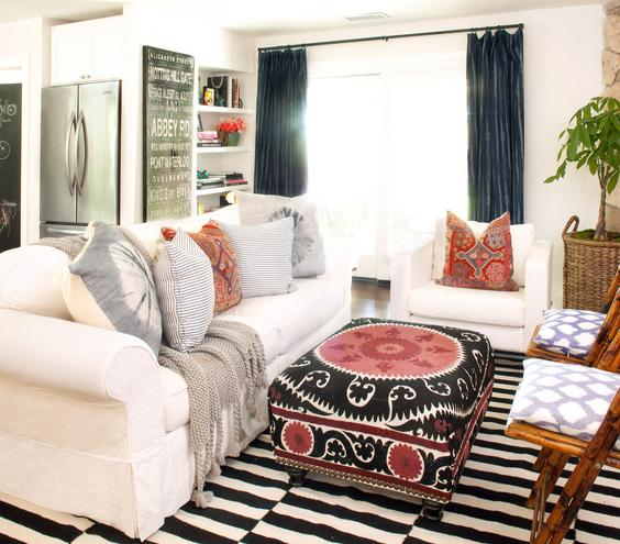 eclectic style with white leather sofa set and open shelves for
