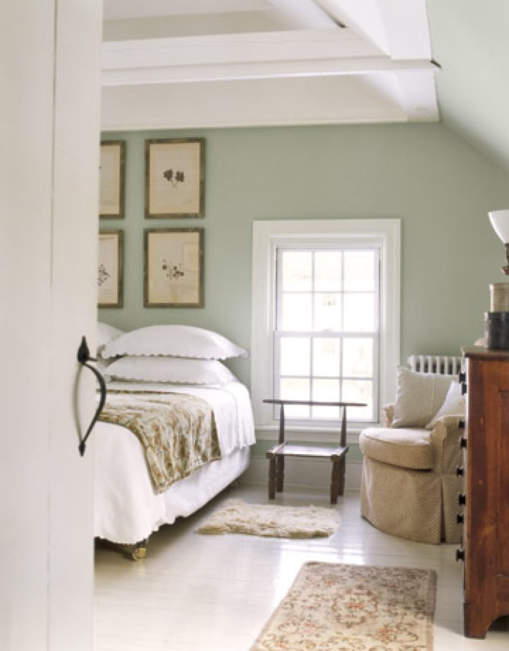 25 Simple Farmhouse Bedroom Design Ideas : farmhouse Master Bedroom from www.dwellingdecor.com size 1046 x 1337 jpeg 133kB