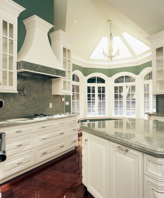 Traditional White Kitchen Cabinets Ideas: 23 Stunning White Luxury Kitchen Designs