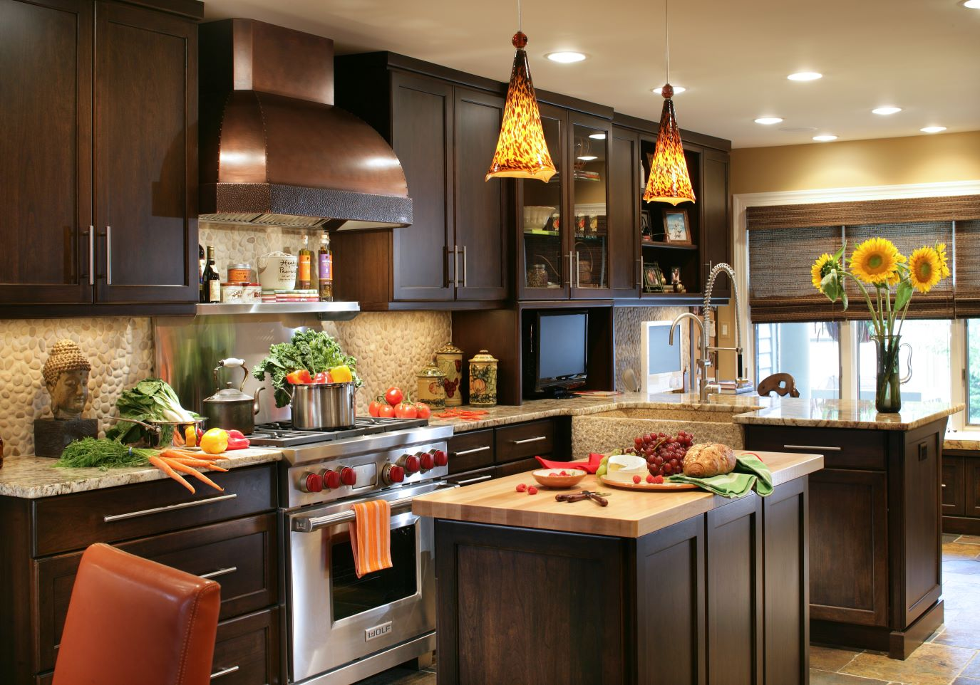 30 popular traditional kitchen design ideas for Popular kitchen designs