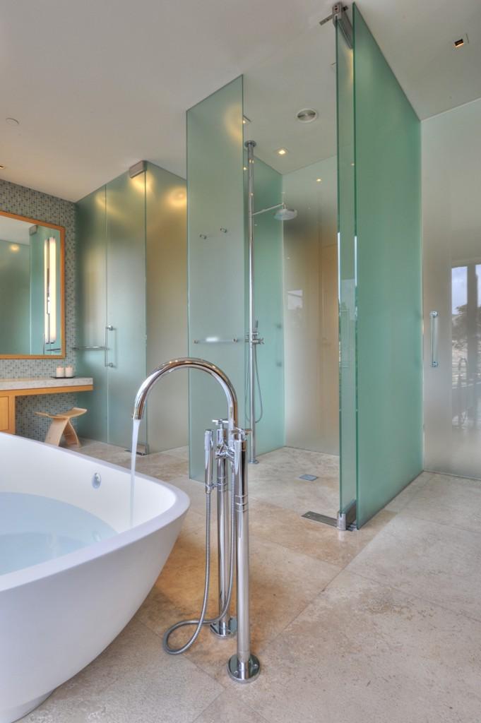 Beautiful Walk-In Showers That You'll Feel