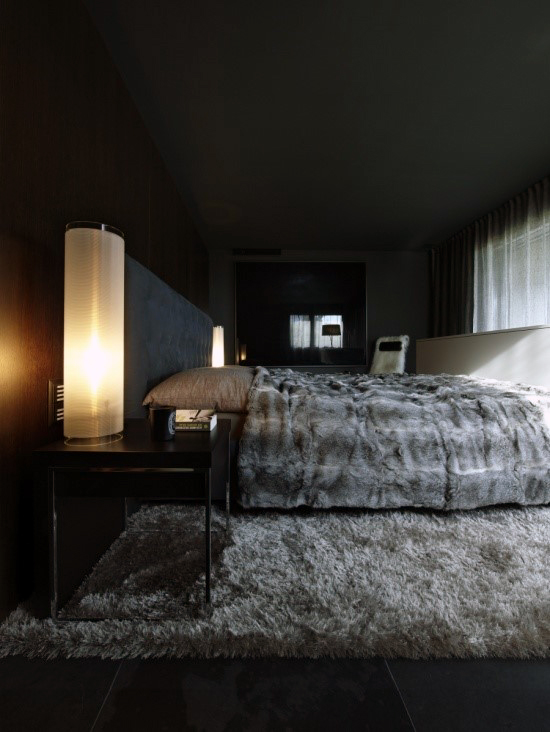 Men's Bedroom Decor Ideas for the Modern Man. Bring your plain, utilitarian bedroom some modern masculine style with these bedroom design ideas for men. Whether you're considering a transition to dark walls or just looking for some bedroom accessories for men we've got great ideas to bring a touch of man into your sleeping space.
