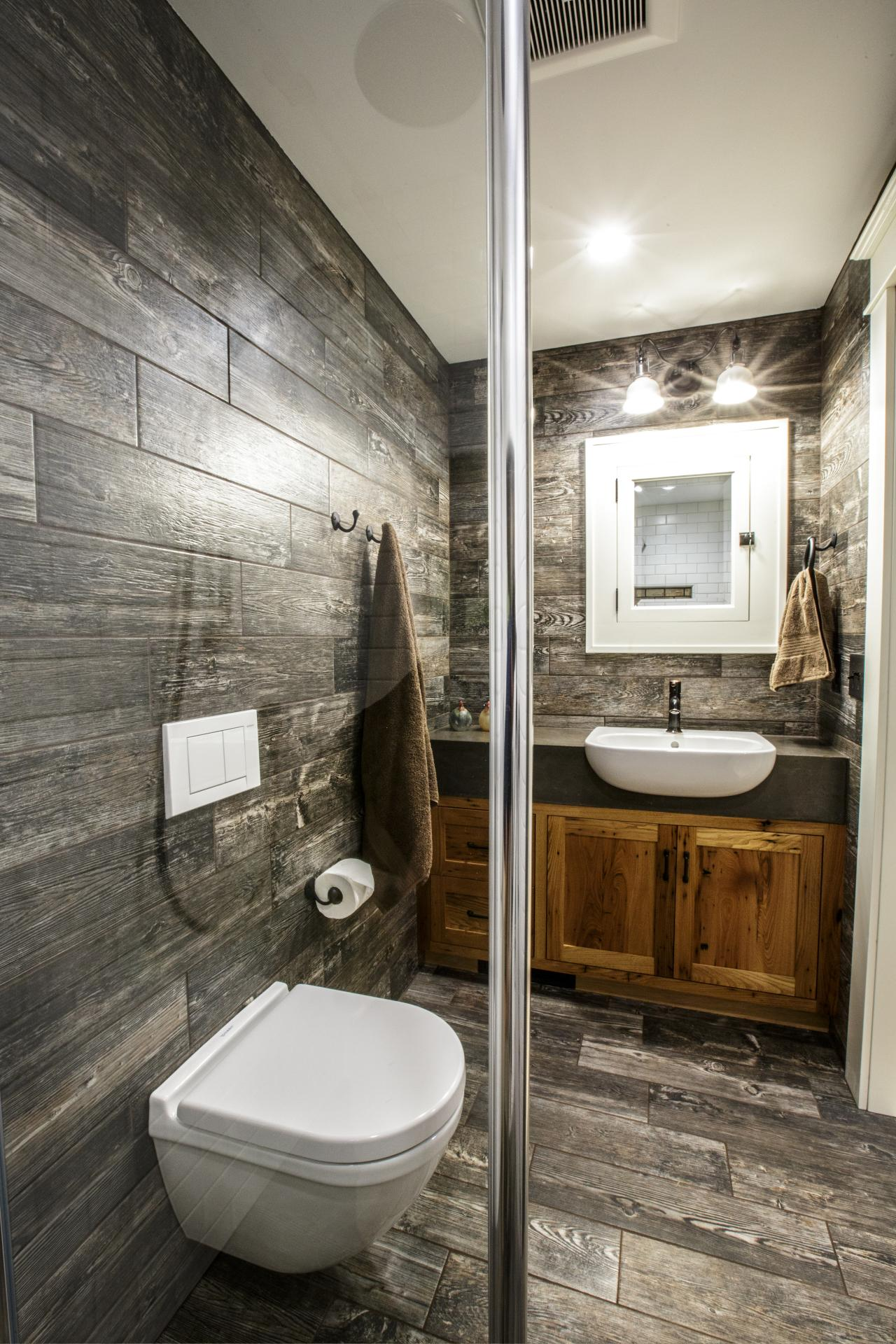 Creating a beautiful bathroom with farmhouse design for Rustic modern bathroom ideas