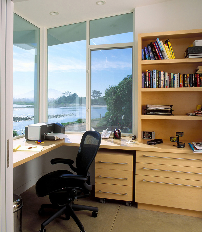Presenting 30 beach style home office design ideas for Home office corner desk ideas