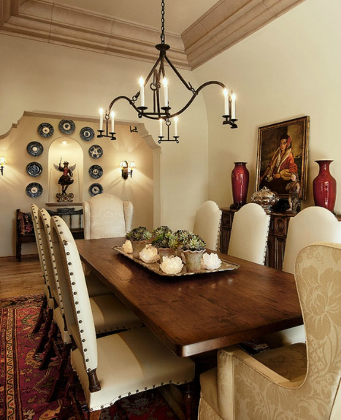 Decorating an Old World Style Dining Room