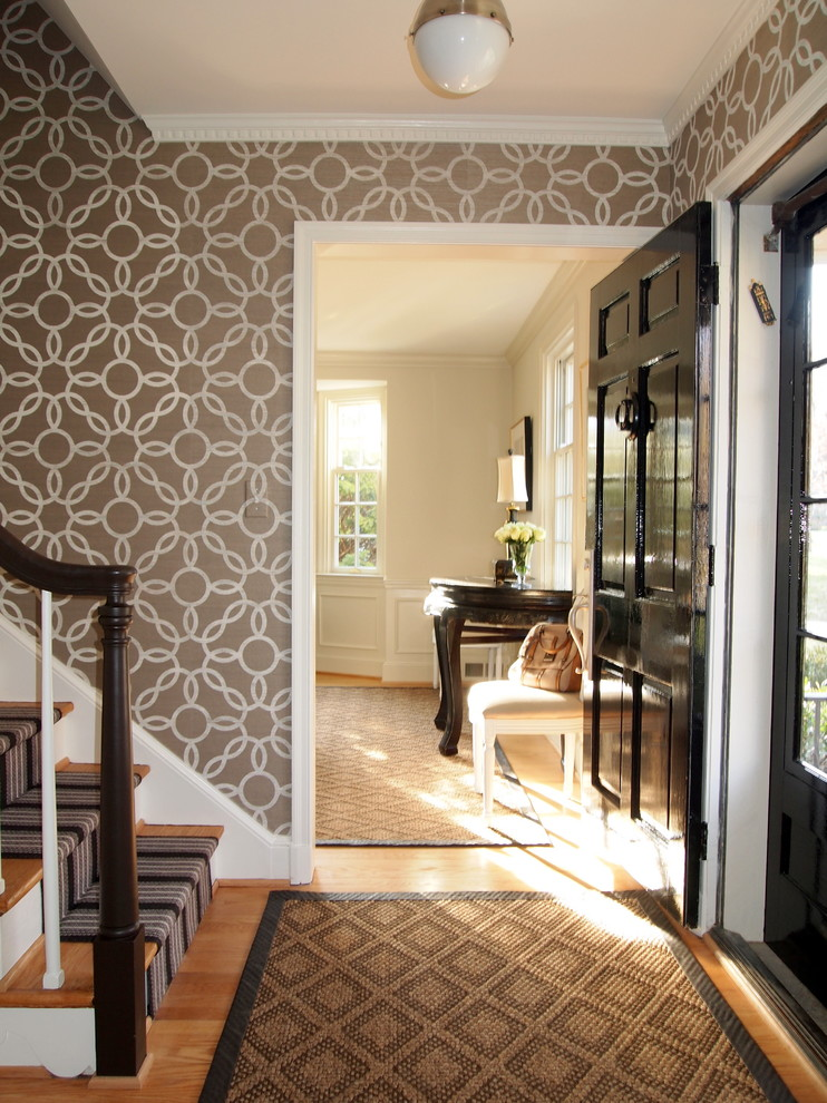 25 traditional entry design ideas for your home for Apartment entrance decoration ideas