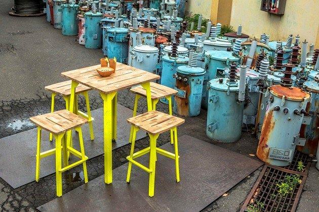 Industrial_Bar_Table