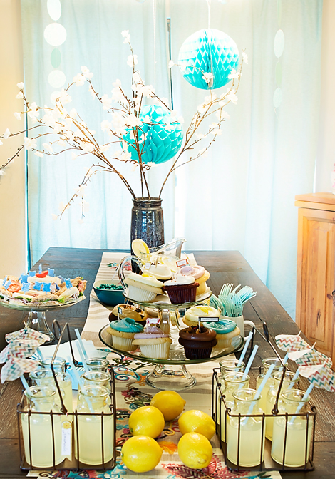 Decorating a modern baby shower ideas for Baby shower function decoration