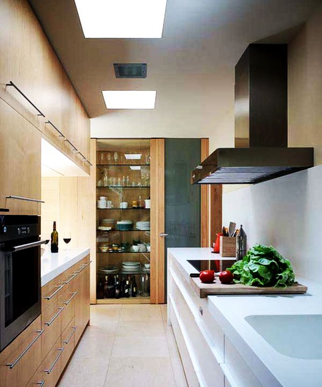 25 modern small kitchen design ideas for Decorating ideas for galley style kitchen