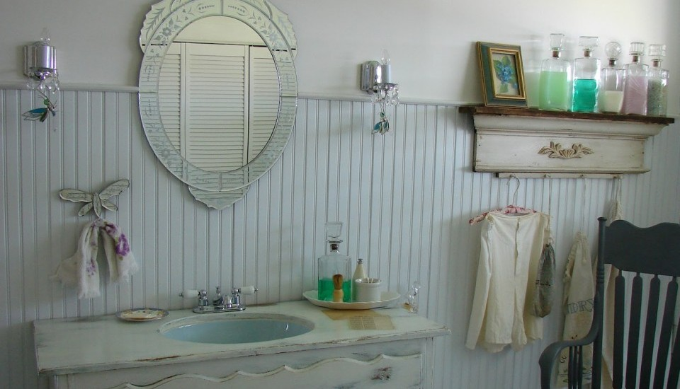 antique-farmhouse-bathroom-sink