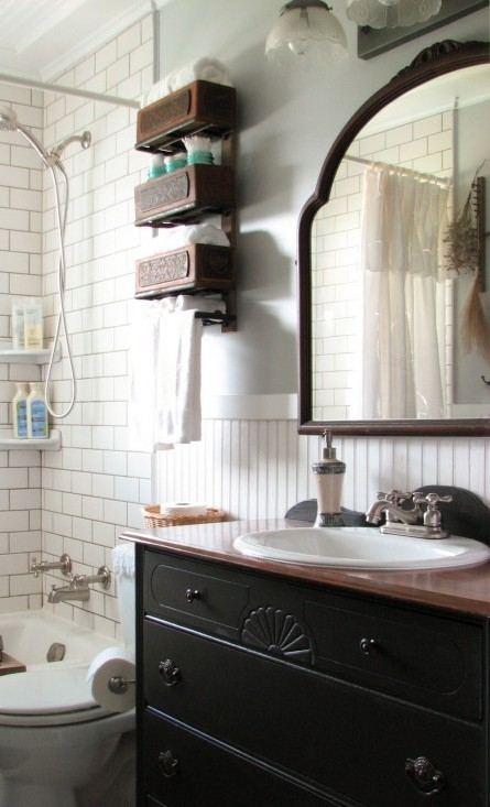 farmhouse-bathroom-right