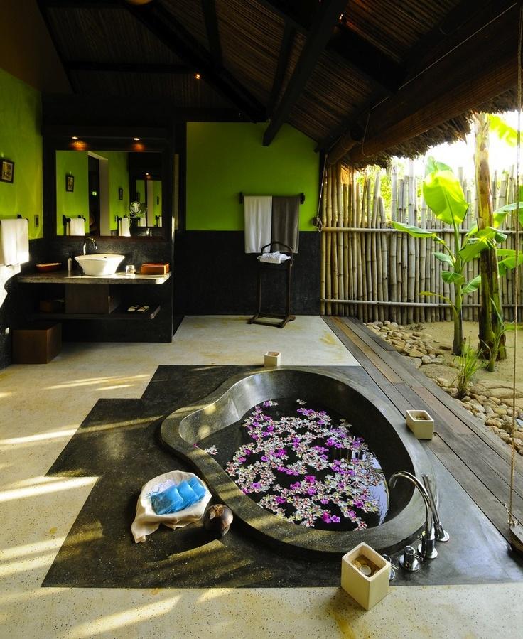 tropical-bathroom-decorating-ideas