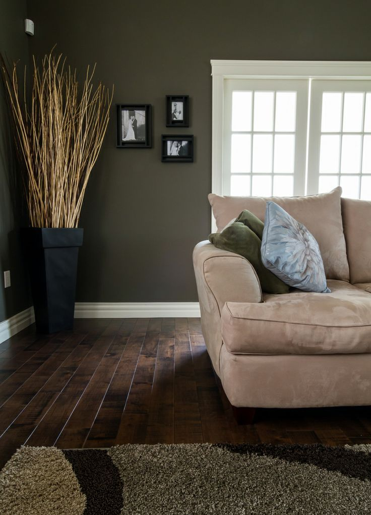 20 amazing living room hardwood floors for Living room ideas with dark hardwood floors