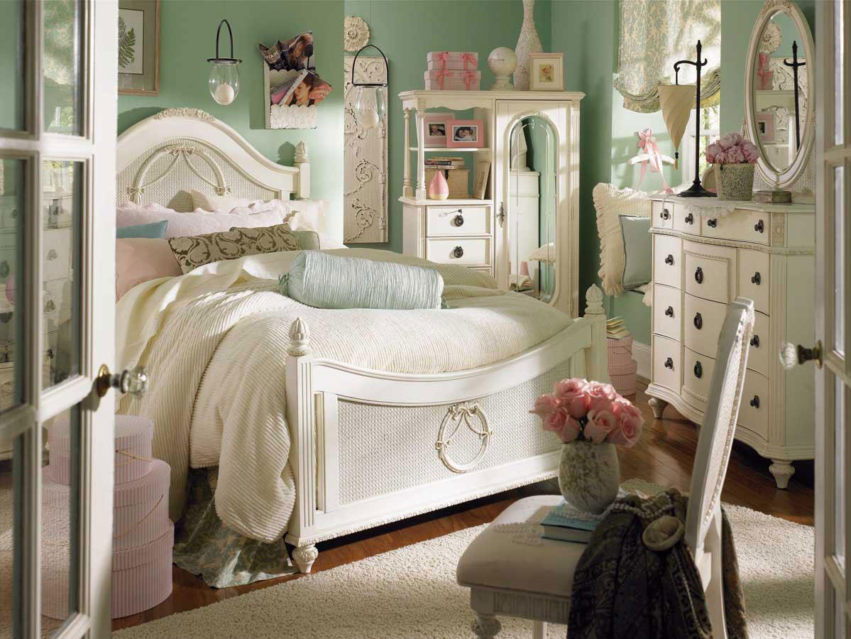 Eclectic Cozy Bedroom Design