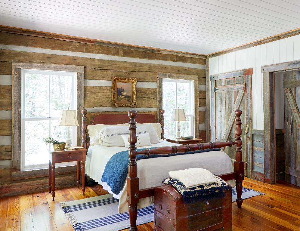 Reclaimed Wood Cozy Bedroom Design