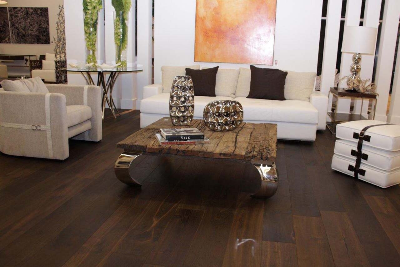 20 amazing living room hardwood floors for Living room designs with dark hardwood floors