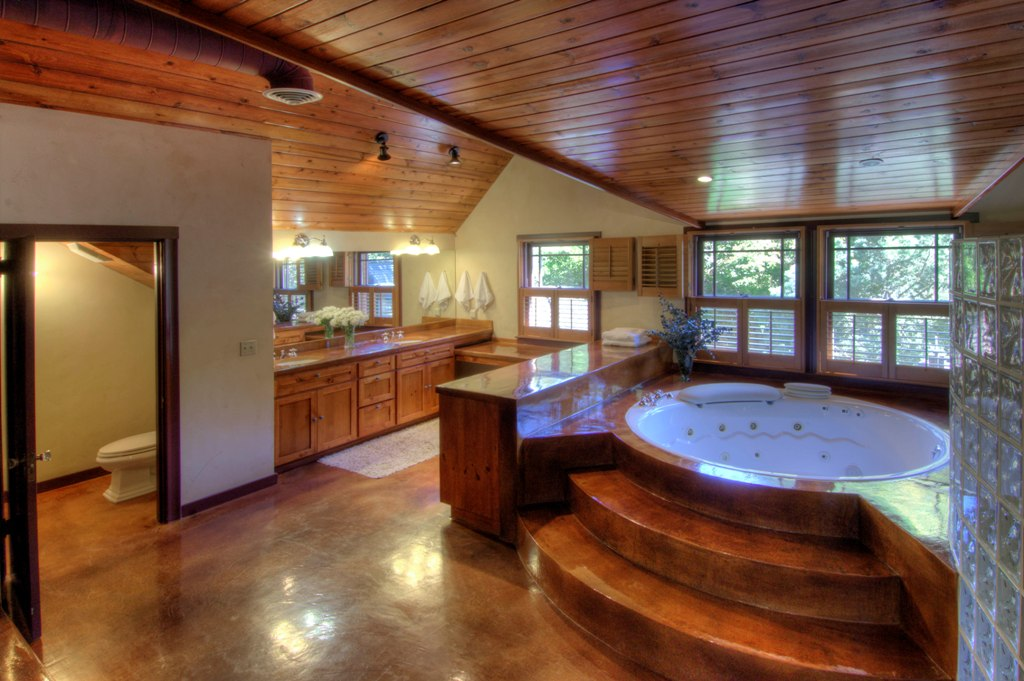 Inspiring Bathroom With Amazing Wooden Ceiling
