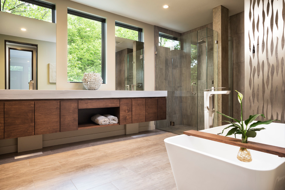 Spacious Modern Bathroom