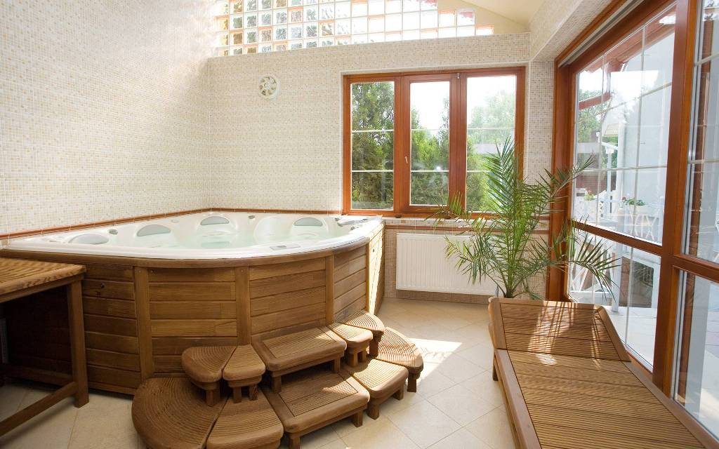 Amazing Bathrooms With Wooden Bathtub (21)
