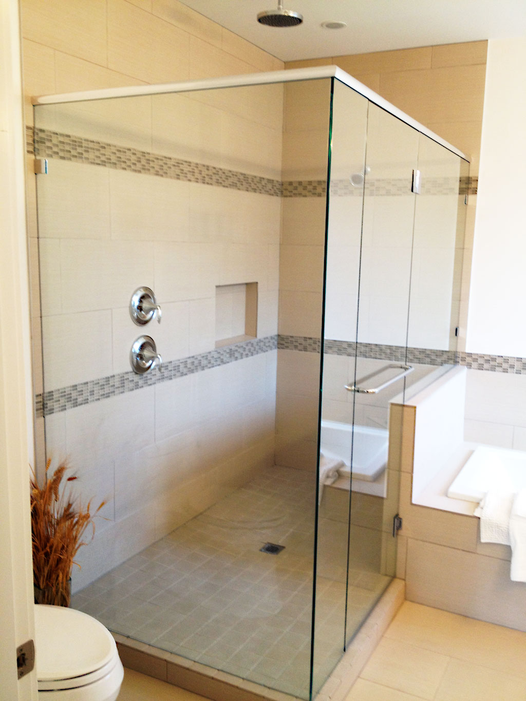 20 modern bathrooms with glass showers Glass bathroom design ideas
