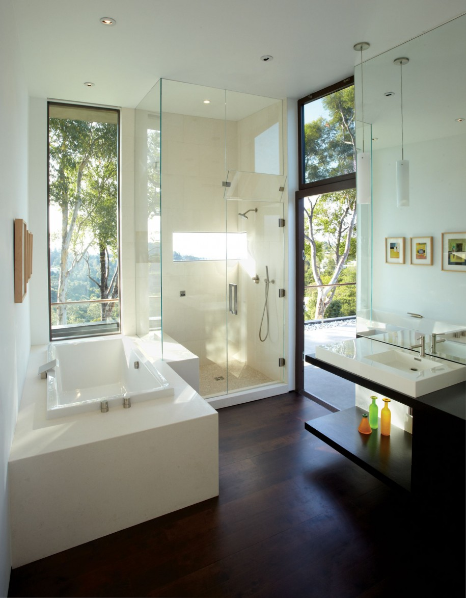 20 modern bathrooms with glass showers for Modern bathroom