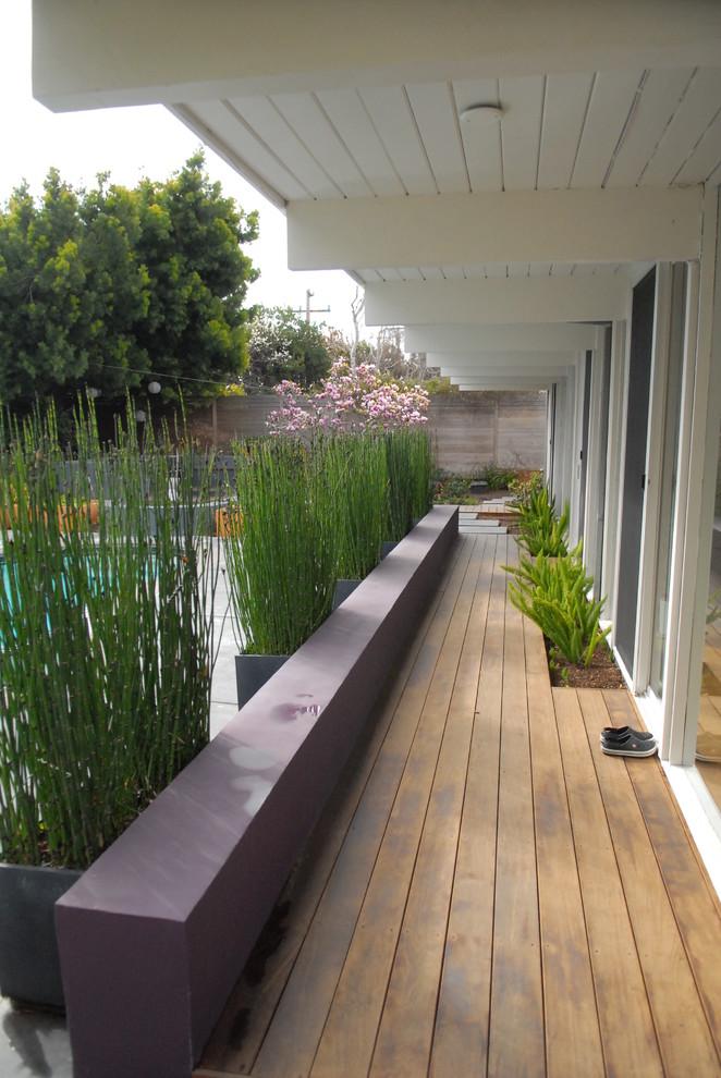 Midcentury Porch Design