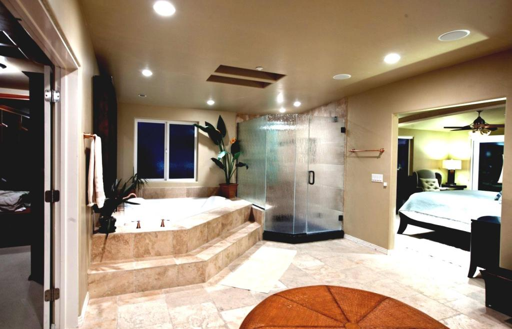 Luxury contemporary master bathrooms for Master bathroom modern