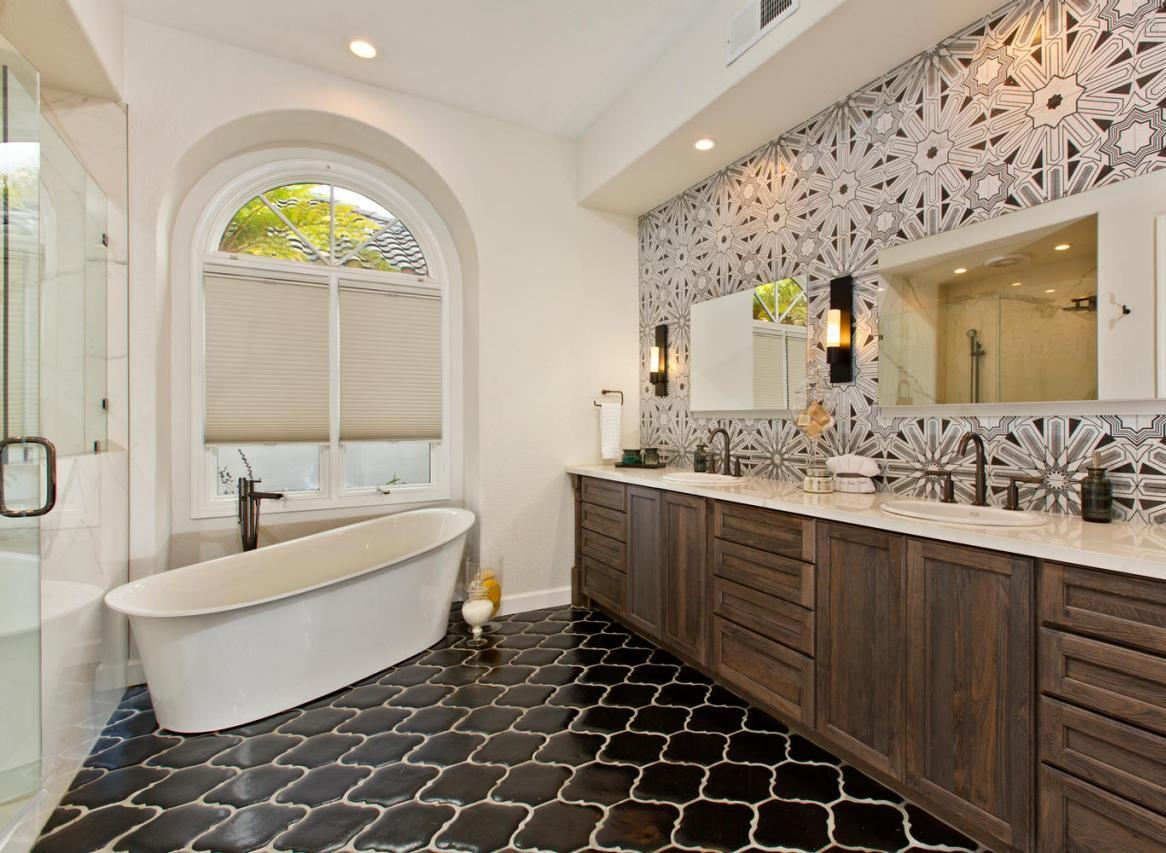 25 modern luxury master bathroom design ideas for Bathroom designs photos ideas
