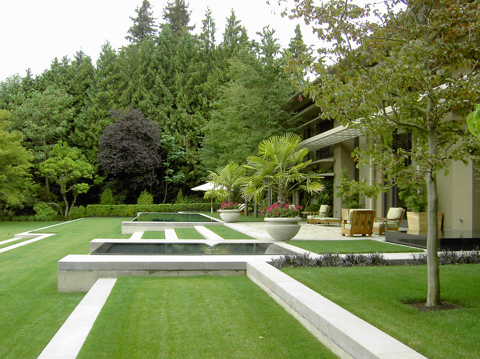 16 awesome landscape design ideas for Traditional landscape
