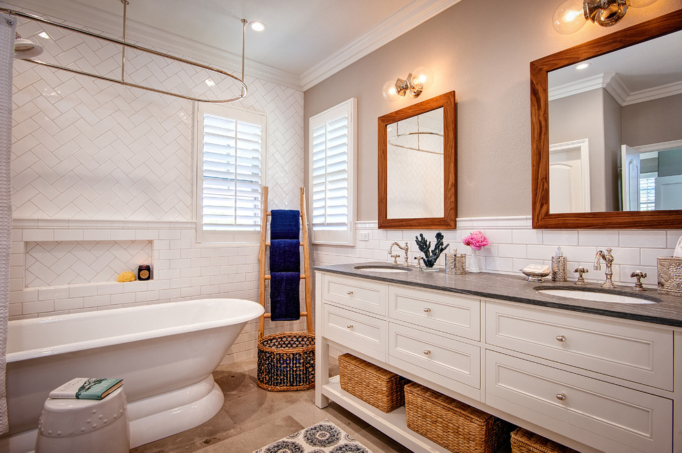 beach-style-master-bathroom
