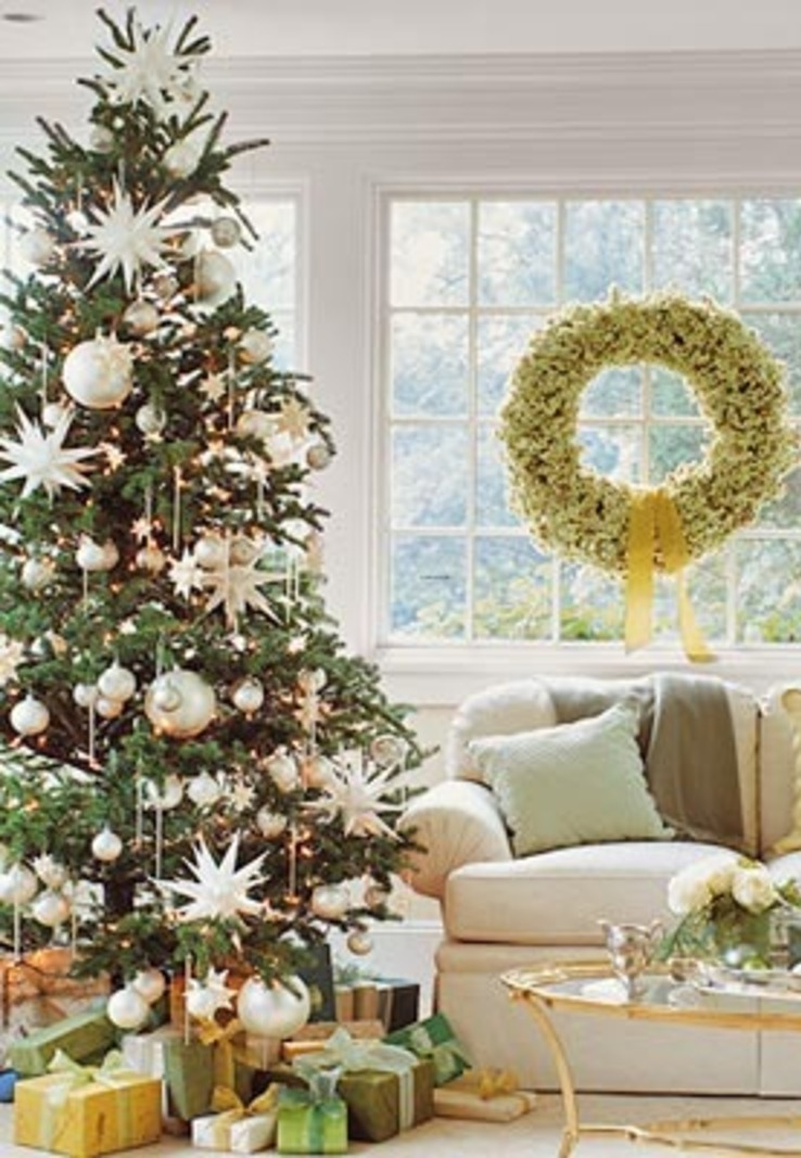 christmas-tree-with-ornaments
