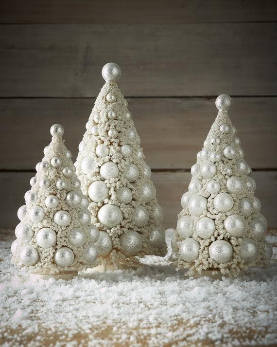classy-space-saving-christmas-tree-decoration