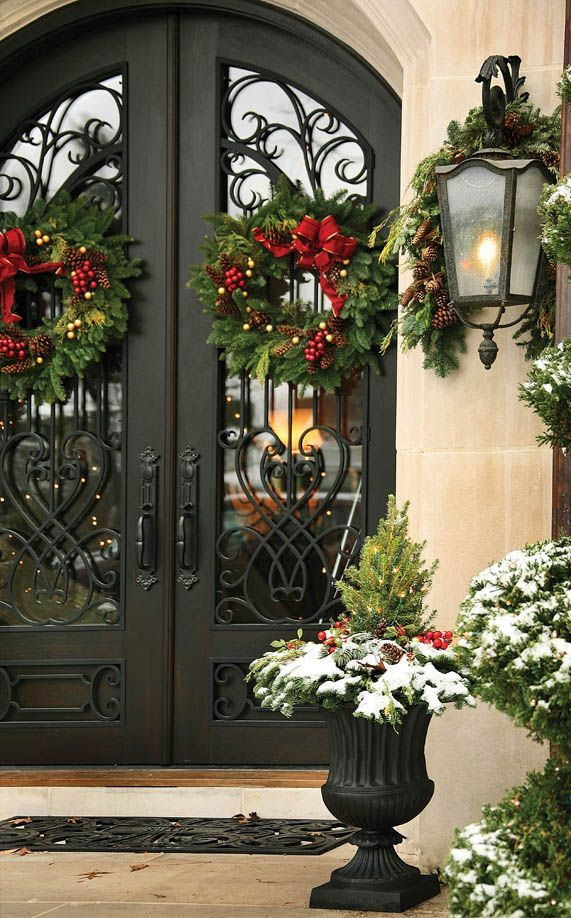 front-door-christmas-wreaths