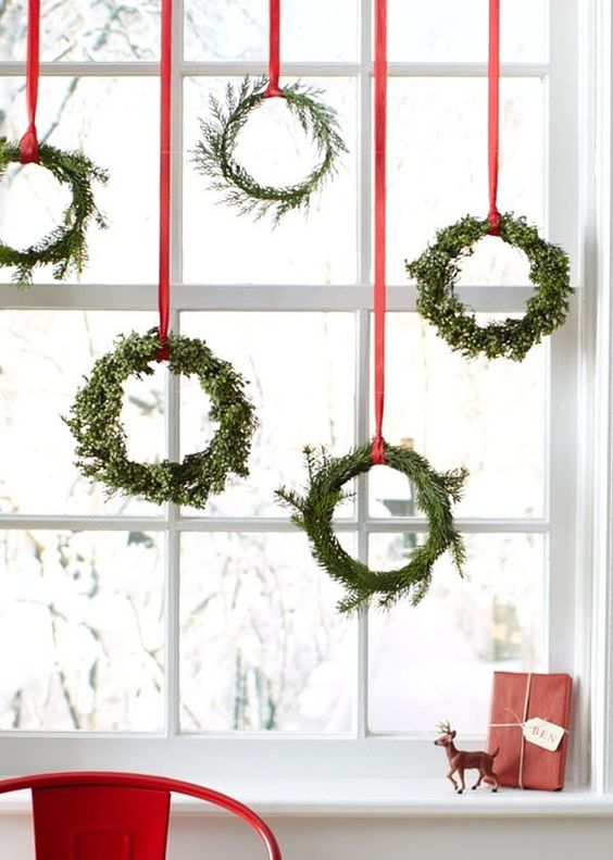 25 simple christmas decorating ideas for Minimalist xmas decorations