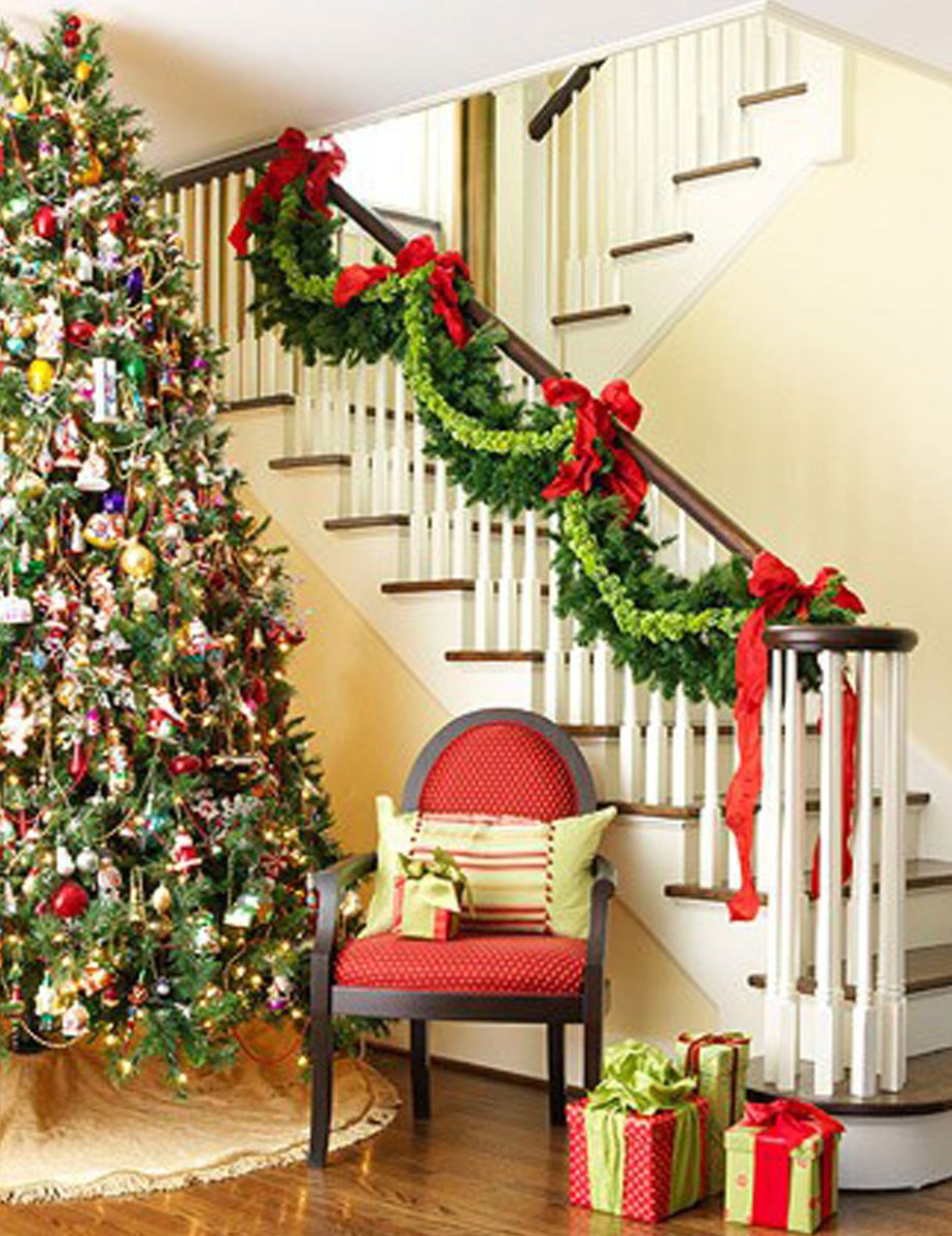 simple-christmas-staircase-decorating-ideas