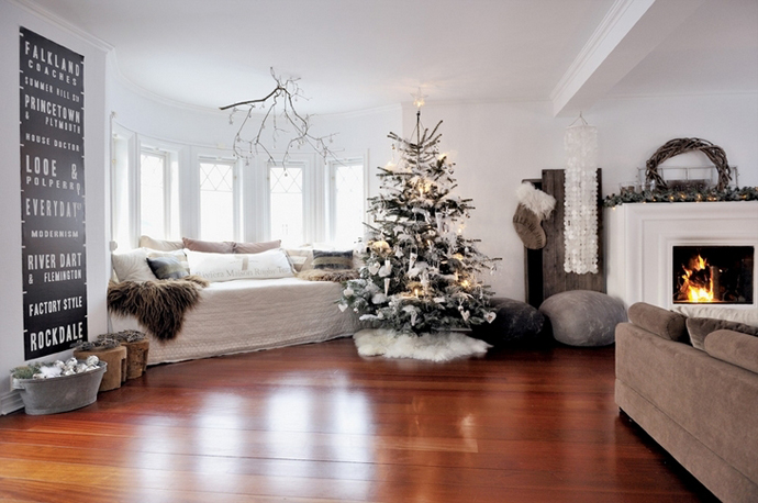 white-living-room-christmas-decorations