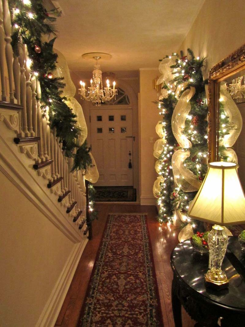 Beautiful Christmas Decorated Living Rooms Picture Window: 20 Beautiful Christmas Staircase Decorating Ideas