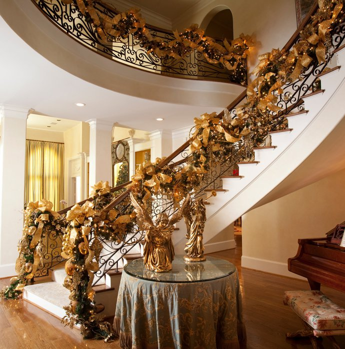 christmas-staircase-decorating-6