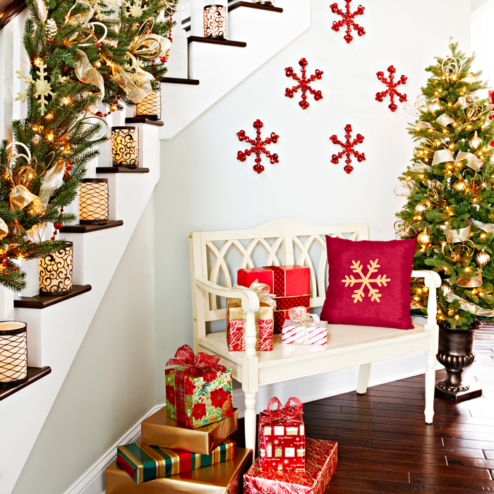 Christmas Staircase Decorating 8