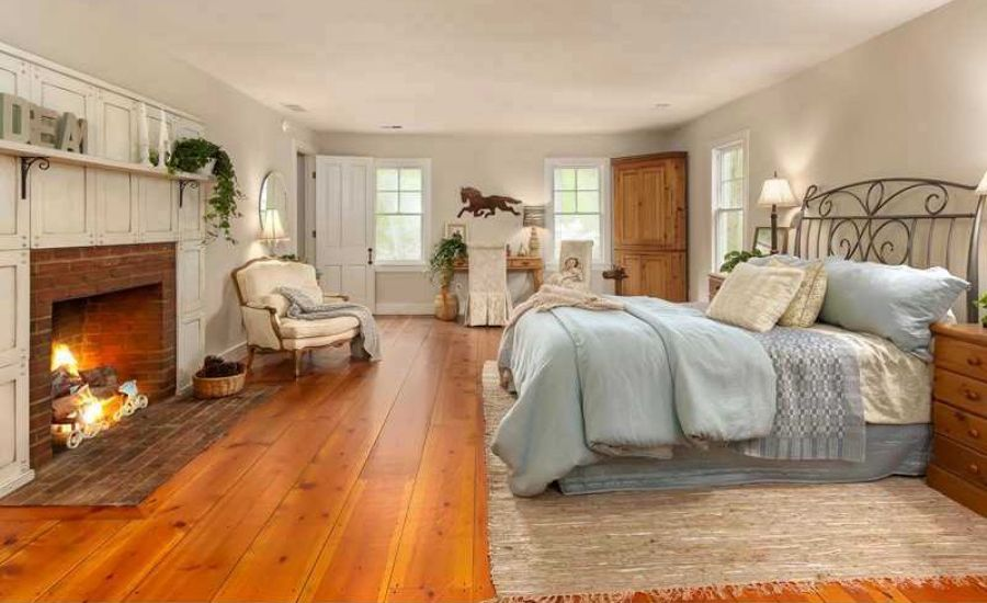 15 master bedrooms with hardwood flooring for Wood flooring for bedrooms