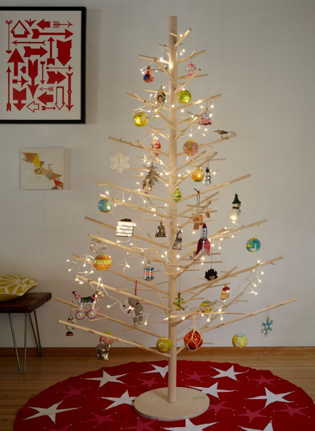 25 creative christmas tree ideas for Unique christmas tree themes