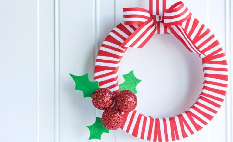 21 DIY Christmas Wreath Decorating Ideas