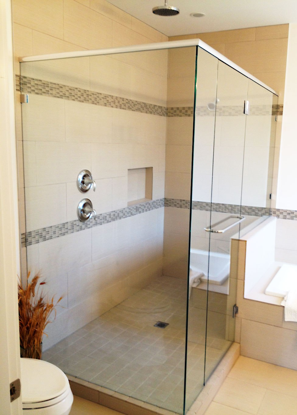 modern-bathrooms-with-glass-showers