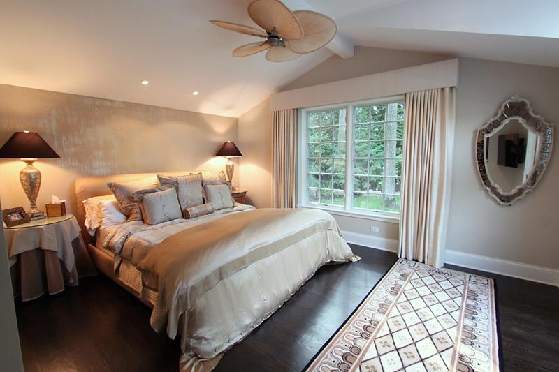 traditional-master-bedrooms-with-hardwood-floors
