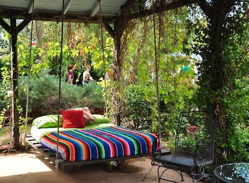 10 amazing outdoor swing bed designs for Round hanging porch bed