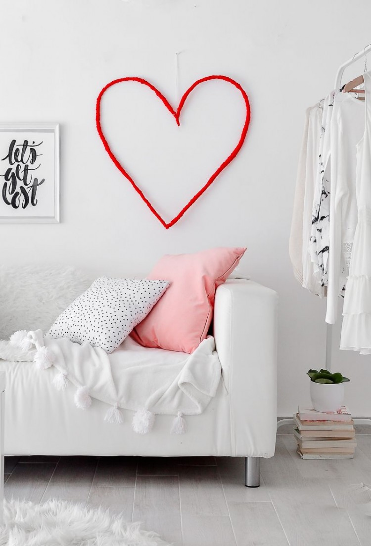 10 diy home decor ideas for valentine s day for Home decorations for valentine s day