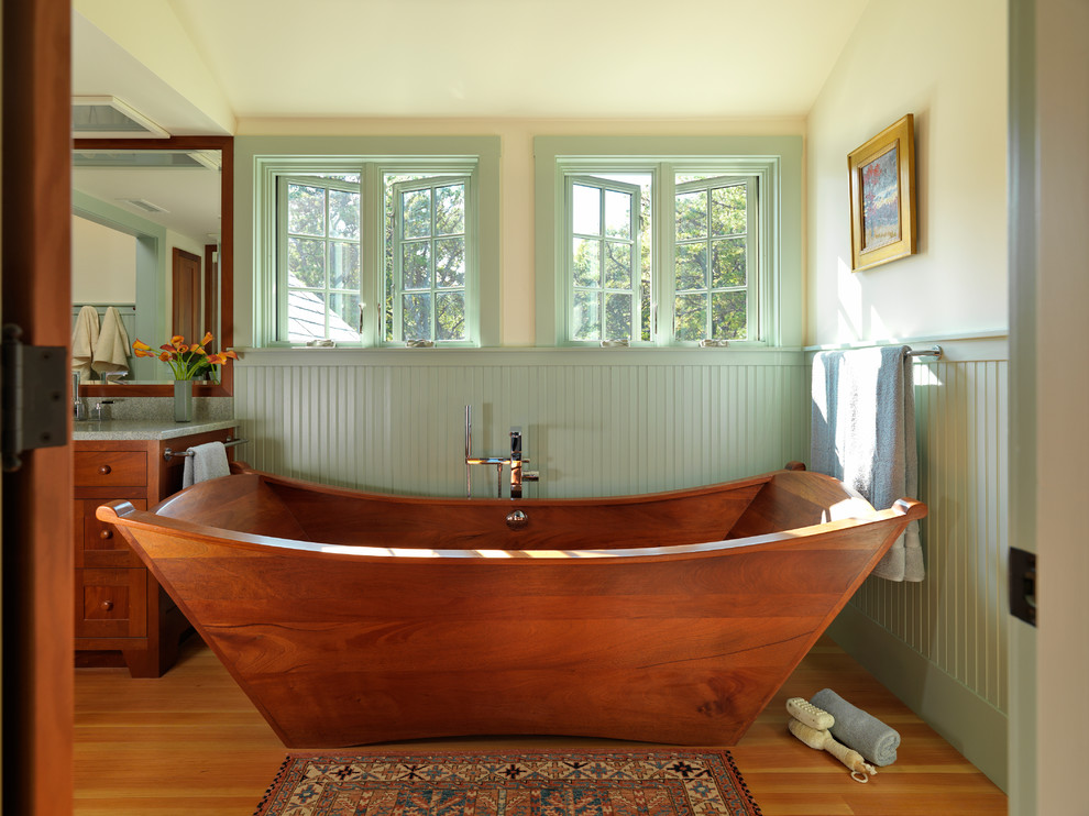 Craftsman Bathroom With Bathtub
