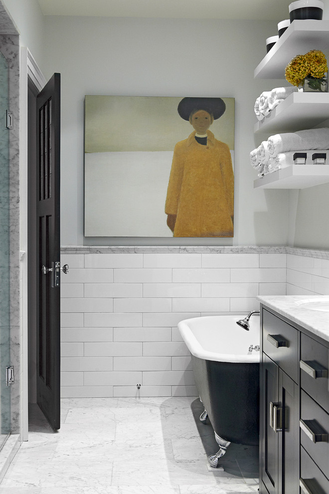 Midcentury Bathroom With Bathtub