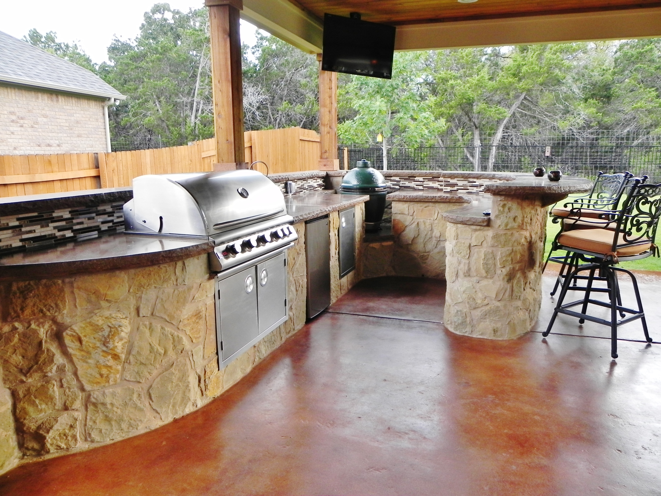 Porch With Curved Outdoor Kitchen